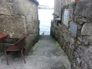 Calle que da al Mar en Combarro